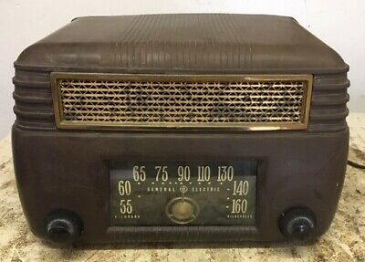 Antique Bakelite 1946 General Electric 202 Art Deco Tube Vintage Radio