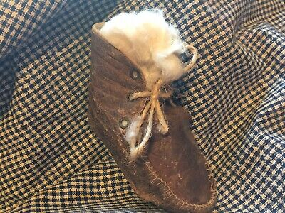 1  early antique leather child's shoe xx primitive stuffing aafa cabin pegrack
