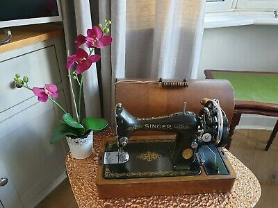 Singer 99K Vintage Antique 1920s Sewing Machine Portable with Wooden Casing