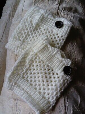 Bootcuffs cream, knitted -winter-fashion-ladies-clothing-accessories