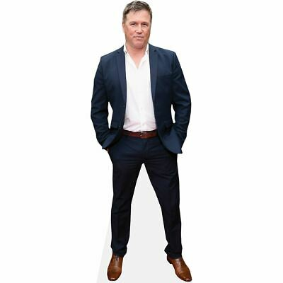 Lochlyn Munro (Blue Suit) tamano natural