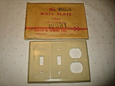 Vintage Smith & Stone Bakelite 3 Gang Ivory Ribbed Combo Wall Plate Nos 302-6