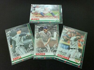 2019 Topps Holiday *Walmart Exclusive* Pick Your Card Complete Your Set