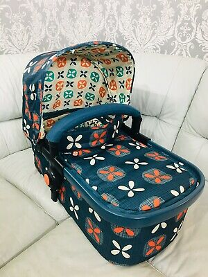Cosatto Giggle 2 CARRYCOT Toodle Pip blue & orange with Hood Apron & Bumper
