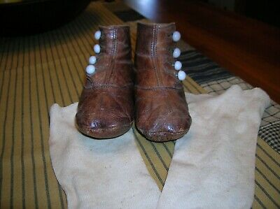 ANTIQUE 1900s VICTORIAN BABY HIGH TOP BUTTON UP LEATHER SHOES WITH STOCKINGS