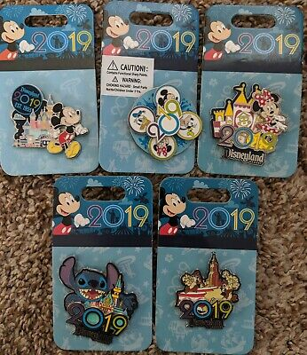 Disney  Parks 2019 Logo Mickey Goofy Donald Minnie Stitch Chip Dale 5 Pin Set