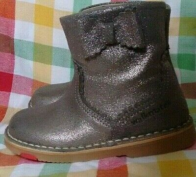 Girls Marks & Spencers Walkmates Leather Boots Silver/Gold Child Size 8