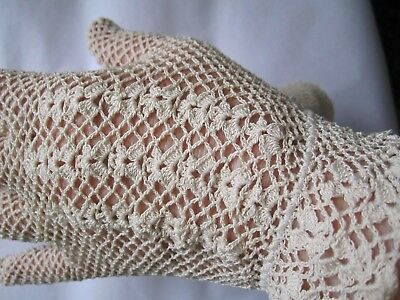 Vintage gloves in new condition    still attached and in tissue  vintage gloves