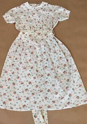 PRETTY VINTAGE YOUNG GIRLS FLORAL CREPE DRESS 1940s SHIRRING