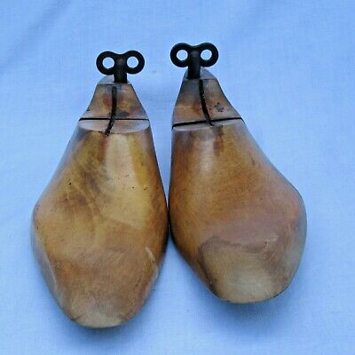 Vintage Wooden Shoe Trees Stays With Keys - Size 8 A - Collectable
