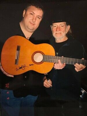 Willie Nelson Signed Fender Classical Guitar In Person! Photo Proof ! Rare!