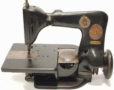 Antigua maquina industrial  Singer 82-4 Industrial Chainstitch Sewing machine