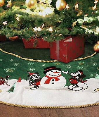 Disney Store Mickey and Minnie Mouse Christmas Tree Skirt 2019
