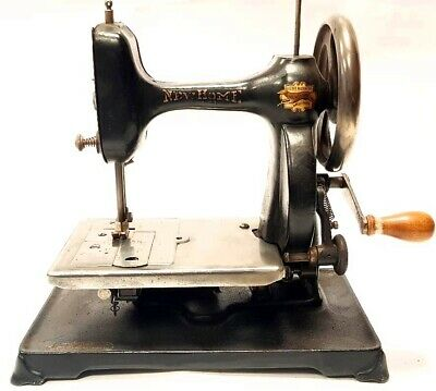 Antigua Maquina de coser NEW HOME light running  antique sewing machine USA