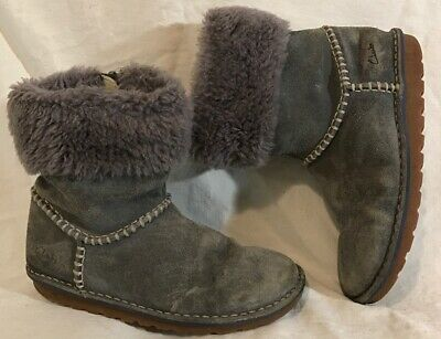 Girls Clarks Grey Suede Lovely Boots Size 1F (35Q)