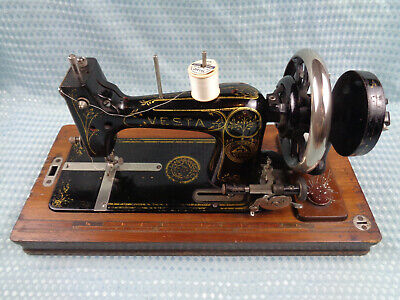 Vintage Vesta sewing machine, Hand crank.