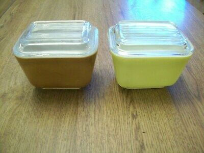 Two Vintage Pyrex 501 Refrigerator Dishes With Clear Glass Lids