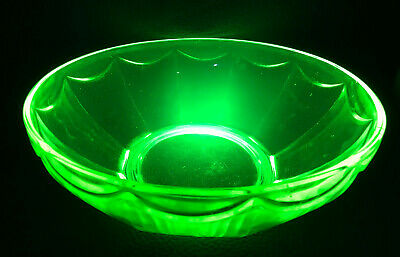 Vintage Art Deco Bohemian Bowl Solid Yellow Uranium Vaseline Glass 9,5""