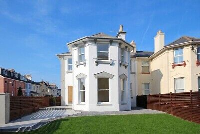Self Catering Holiday Paignton, last minute deal, sleeps 11, near beach and town
