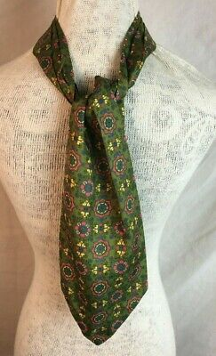 Vintage Favourite Cravat - Green Patterned - retro neck scarf