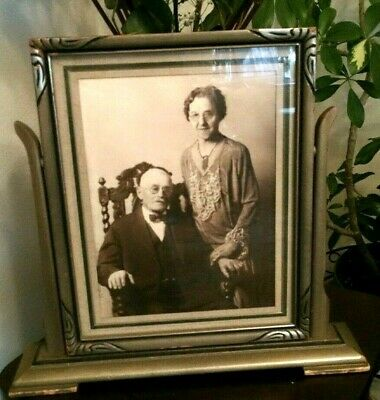 ANTIQUE-ARTS & CRAFTS Swing PICTURE FRAME with picture of period couple. Nice
