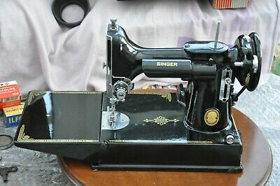 SINGER 221K FEATHERWEIGHT SEWING MACHINE - GREAT CONDITION & WORKING ORDER c1952