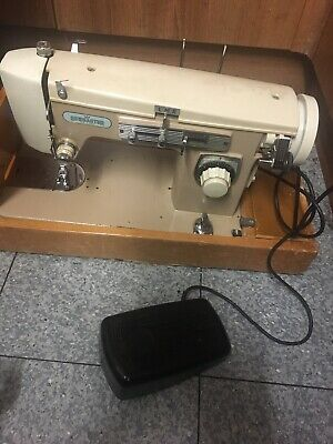Sewmaster Deluxe Heavy Duty Sewing Machine. Sews Leather & Denim