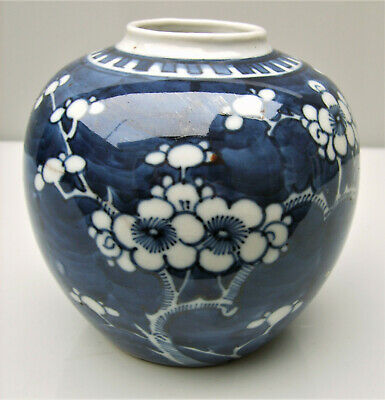 Chinese Export blue and white porcelain prunus jar Qing dynasty