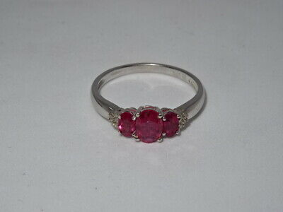 Attractive 375 9ct White Gold 3 Stone Ruby Ring - Size U - 3.08g