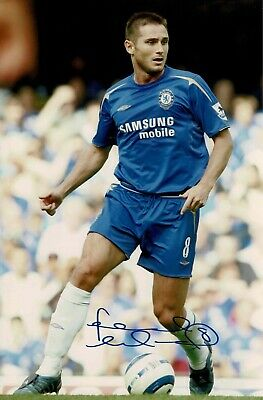 Frank Lampard Signed Chelsea 12 X 8 Photograph with number 8