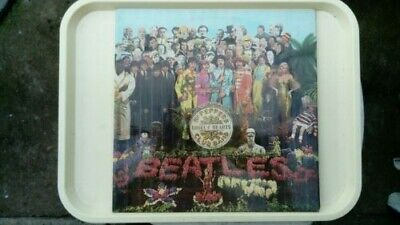 The Beatles – Sgt. Peppers Lonely Hearts Club Band vinyl LP + cardboard badges