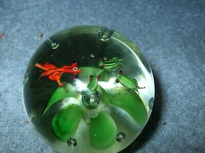 Vintage glass paperweight Frog & gold fish flower controlled bubble