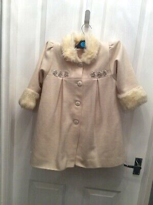 Girls. Cream. Jingles designer. Coat with fur on collar and cuffs. 3-4 yrs