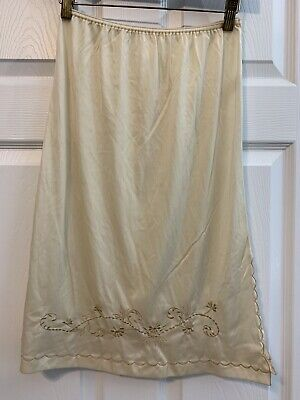 Vintage Half Slip Nylon Embroidered Accents & Scalloped Edge Size Small 23""