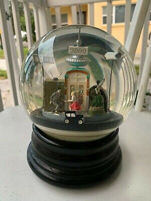 Saks Fifth Avenue Millennium 2000 Snow Globe Functions