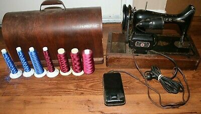 Vintage Singer Sewing Machine 25-75 Cycles 110-120 volt USA made W/ Wooden Case