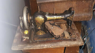 vintage sewing VINTAGE RETRO KITSCH HAND CRANKED JONES SEWING MACHINE CASED