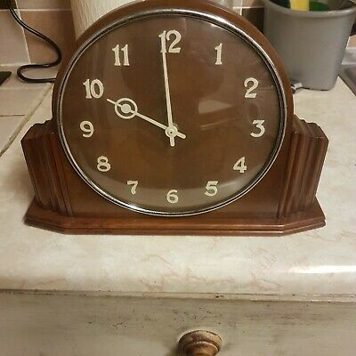 1930's/40's Art Deco, English Wooden Mantle Clock. Clocks, time pieces