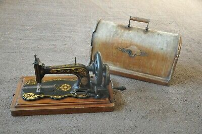 """Victorian Singer """"Fiddle Base"""" Sewing Machine"""