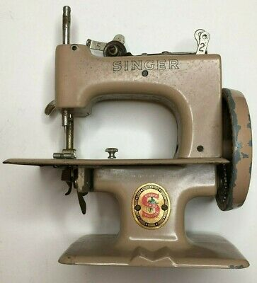 VIntage Singer Mini Sewing Machine Made in Great Britain