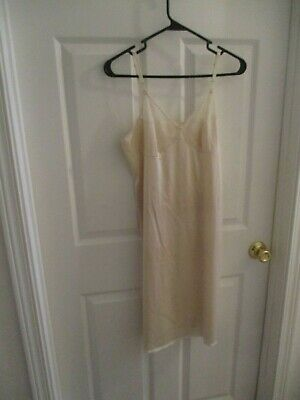 Vtg VANITY FAIR Beige Full Slip Size 36  Nylon Antron III Partial Lace Cups USA