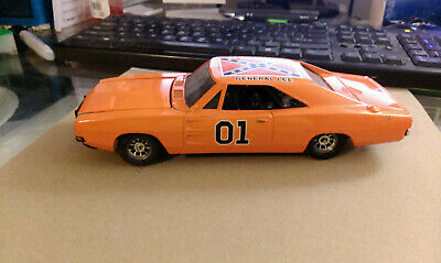 1981 The Dukes of Hazzard Car General Lee ERTL 1/24 Scale 1969 Dodge Charger