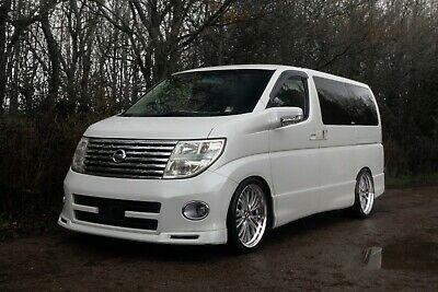 Nissan Elgrand Highway Star 2004 3.5 E51 Fresh Import JDM 8 Seater