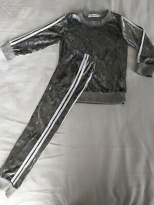 Beautiful 2 piece Silver Grey Girls Velour/Crushed Velvet Outfit/Tracksuit Age 5