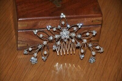 Bride's costume pearl and diamond silver head combe : In very good condition