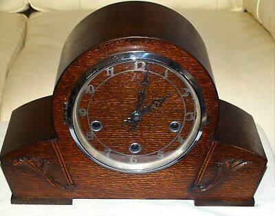 ART DECO ENGLISH MADE WESTMINSTER STRIKING 8 DAY OAK CASED MANTLE CLOCK, c1930s.