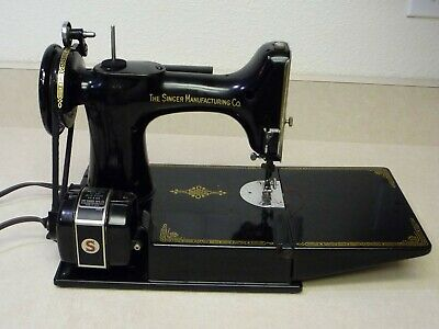 Vintage Singer 221 Featherweight Sewing Machine With Case & Accessories!!!