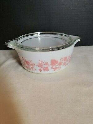 Pyrex White & Pink Gooseberry Covered Casserole Dish 1 1/2 pt. 472 With Lid