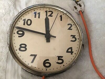 Vintage Electric Clock In Working Order. Read Description Before Buying