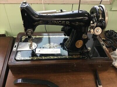 Singer Sewing Machine Model 99 With Bentwood Case